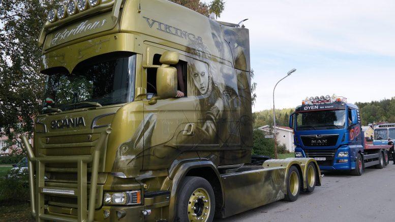 Blankputsade lastbilar på hembygdsgården i Ramsele.