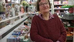 Ulla Wik i sin anrika butik.