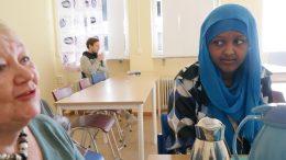 Nej, Ulla Åfeldt har inte gjort lumpen, berättar hon för Dahiro Ahmed.