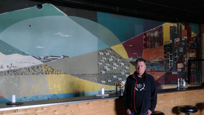 Den stora målningen av Ralph Erskine och Sören Wimmerström som Mikael Kraft låtit ta fram.